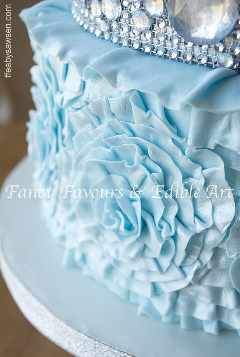 blue-diamond-ruffle-tall-floral-wedding-cake-2