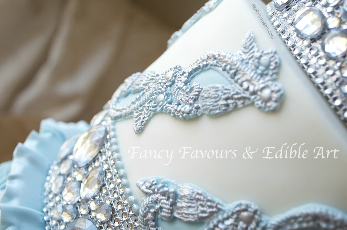 blue-diamond-ruffle-tall-floral-wedding-cake-3