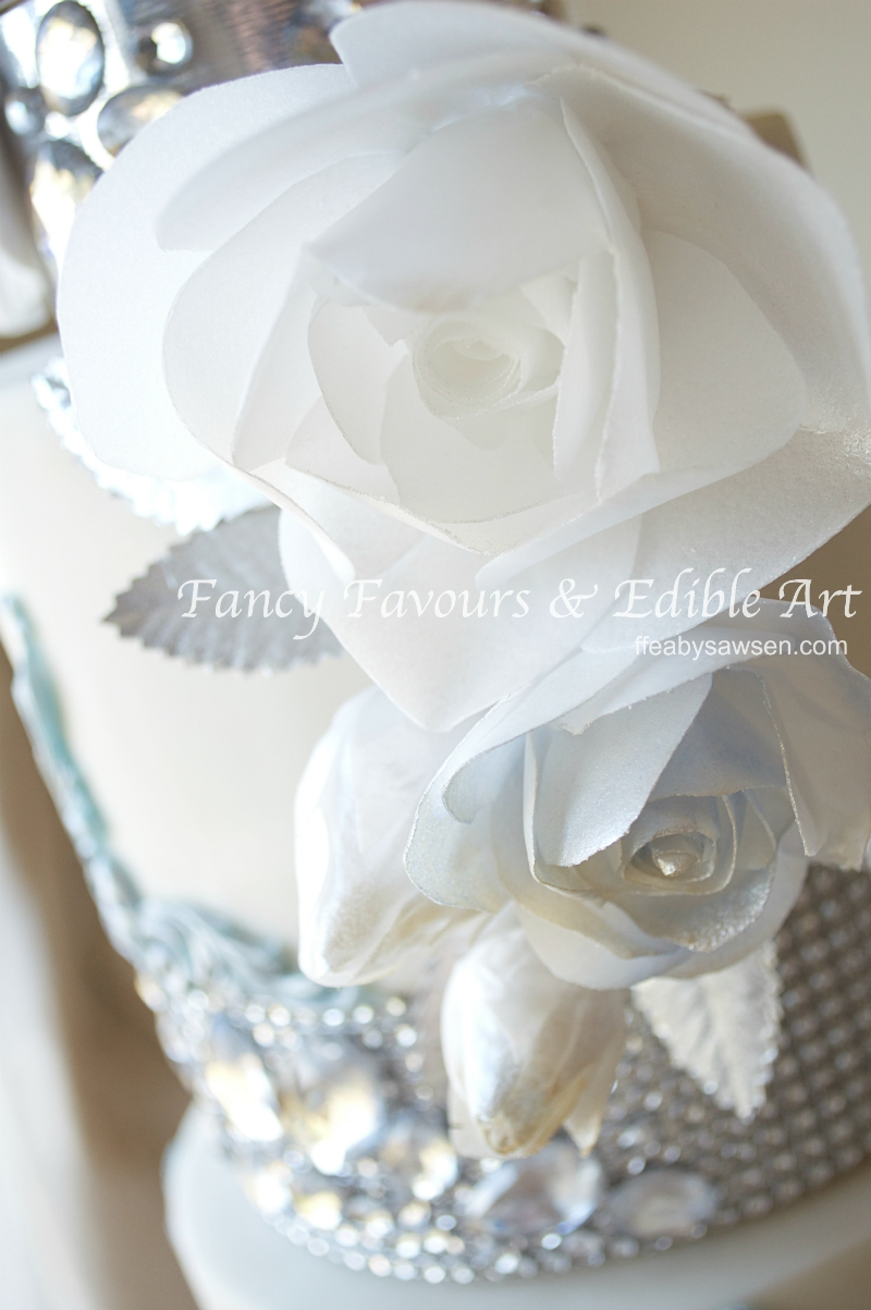 blue-diamond-wafer-paper-bouquet-roses-wedding-cake