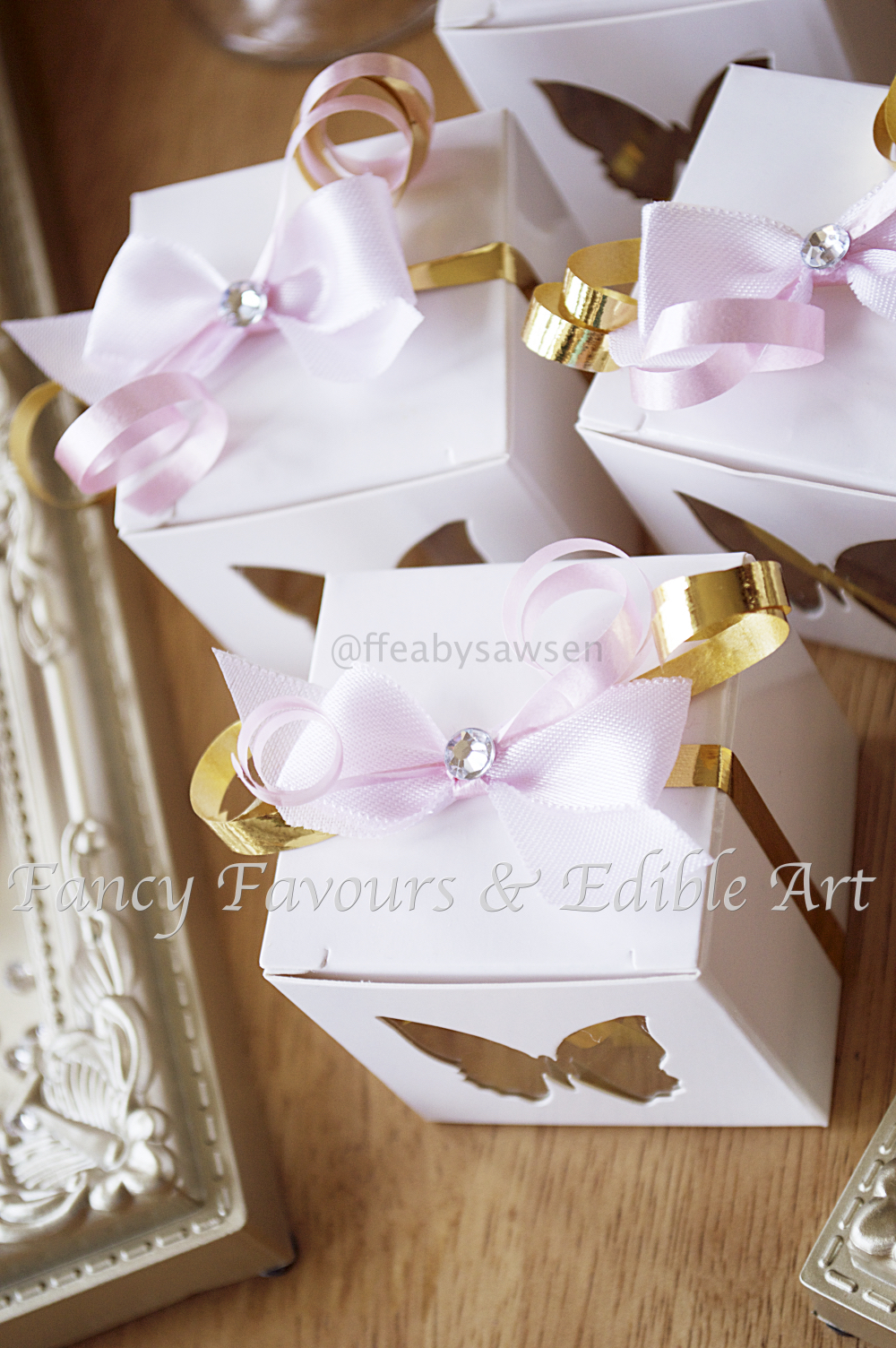 pink-gold-white-butterfly-favour-boxes | Fancy Favours & Edible Art