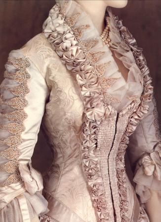 1879-worth-wedding-dress-smalljpg-0021702fd29c9b38