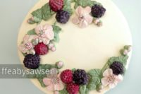 buttercream blackberry raspberry blossom wreath cake tutorial - ffeabysawsen.com
