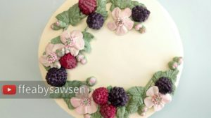 Buttercream fruit & flower wreath cake 5/6: Blackberry & bramble blossom