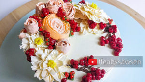 Beautiful Bouquets 5: Berry & Ranunculus buttercream flower wreath cake