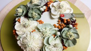 Hellebore & Winterberry Holly Seasonal Buttercream Flower Wreath Cake Tutorial